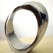1. Omega pq - 21x15x6 cm.JPG