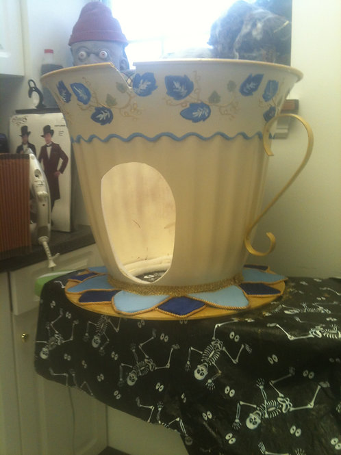 Chip the tea cup