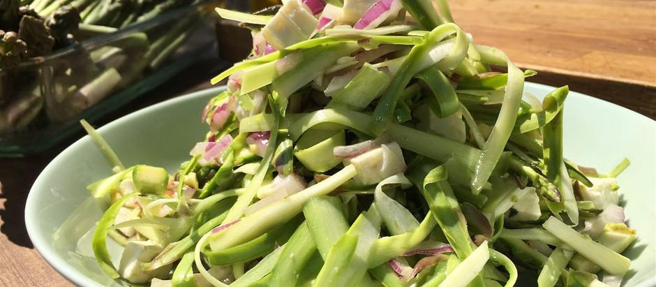 Salade fraîche de rubans d'asperges et de roquette
