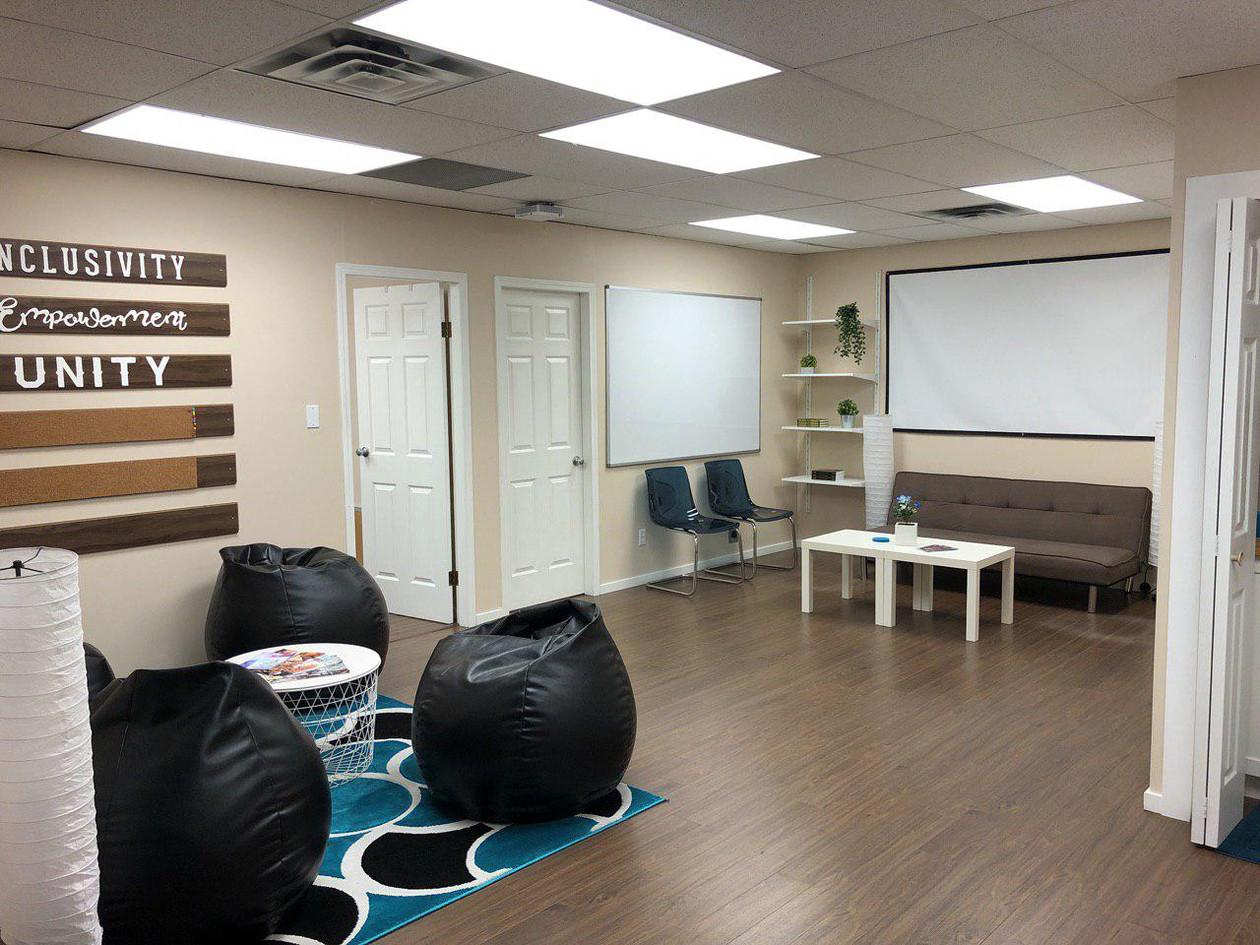 Lounge d.jpg