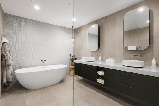 bathroom-5CKC9XW.jpg