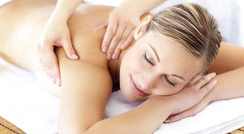 Mulher-Recebendo-um-Tratamento-de-Estéti