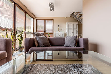 elegant-living-room-with-glass-coffee-ta