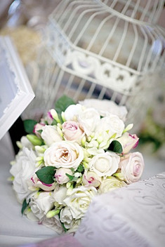 PASTEl, PINKS & CREAMS WITH LOADS OF FREESIAS