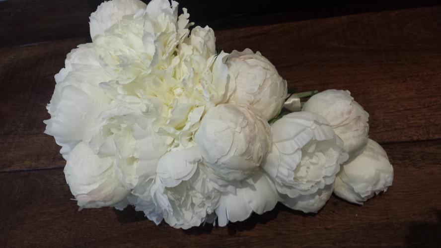 Teardrop White Peonies & Buds