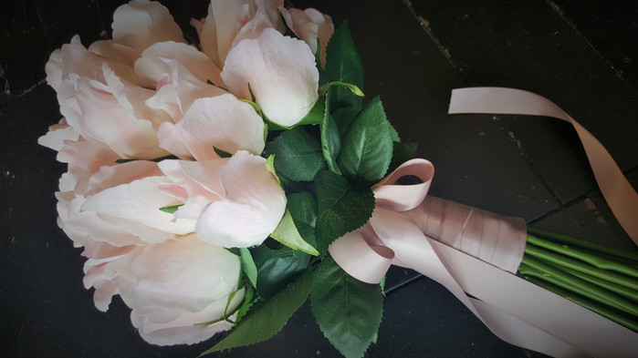 Long Stem Pink Rose Buds