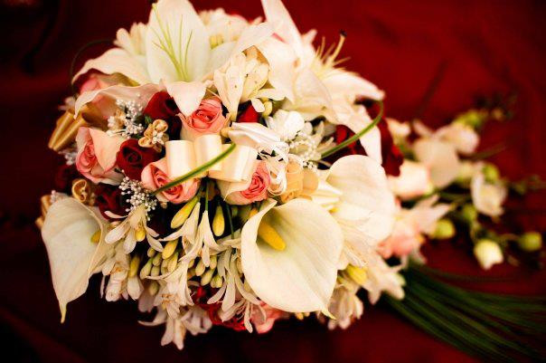 75254_430245613655255_818236821_n.jpgHeidi's  Red & White Traditional Bouquet