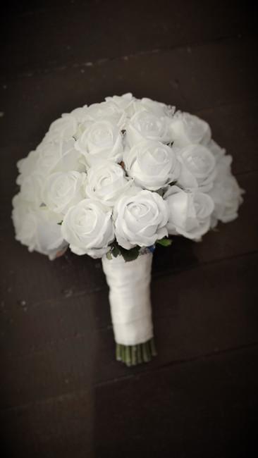 White Sabrina Rosebuds