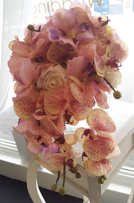 Rosebuds & Phalaenopsis Orchids