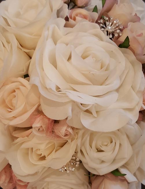White Roses & Cream Pink Rosebuds