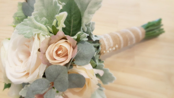 Champagne David Austin Roses & Baby's Breath with Dusty Miller