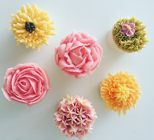 6 Floral Frosting Cupcakes