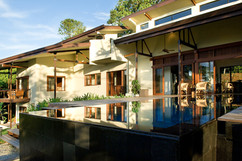 9.View of the house from the pool - Phot