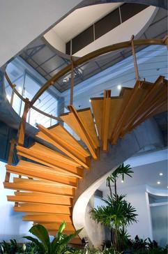 7.Acercamiento de la escalera central en