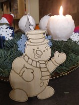 krāsojams eglīšu rotājums sniegavīrs.jpg