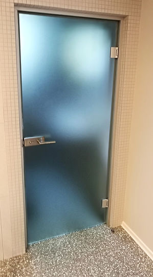 Matēta pilnstikla durvju vērtne