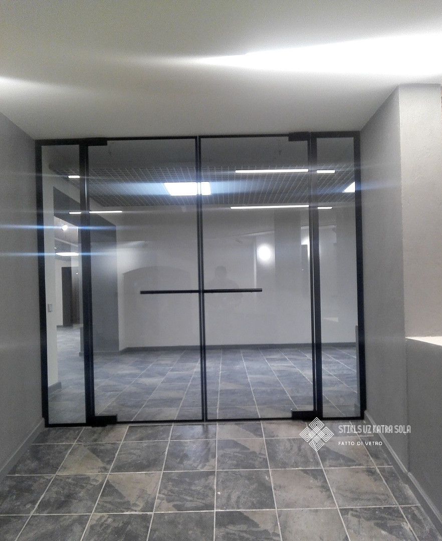 Stikla durvis