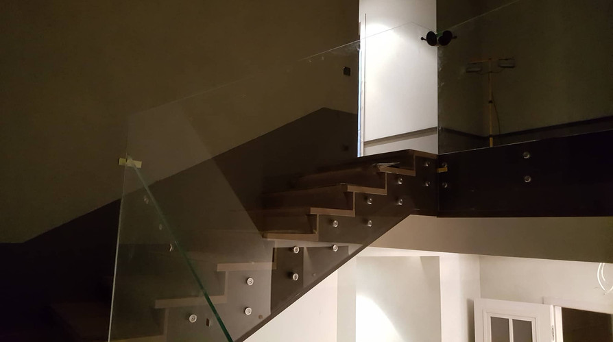 Full-glass railings with point anchorages