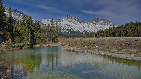 Picture of a lake in the Canadian Rockies