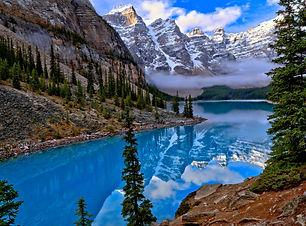 Image of Banff lake with surrounding mountains
