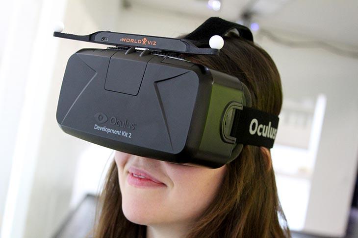 头戴式虚拟实境眼镜系统及移动侦测器
