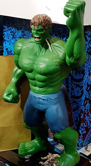 Hulk figurine (approximately 31cm height)