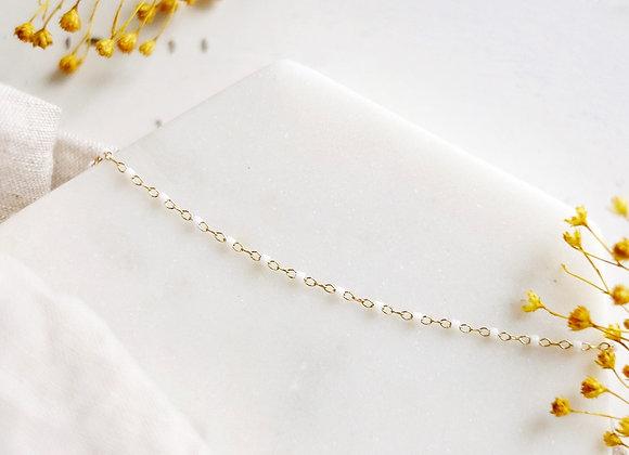 Collier chaîne perlée blanche