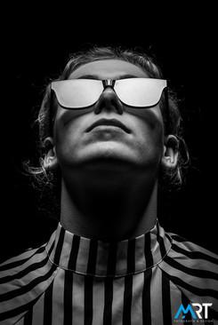 portretfotografie-lowkey-zwart-wit-portr