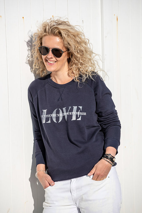 Sweater 1743 text LOVE