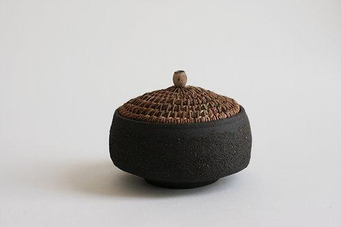 Black Jar with pine needles Lid