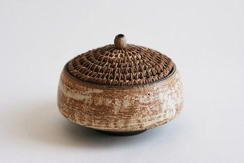 Ceramic box with pine needle lid