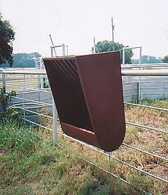 Fence_horse_feeder.jpg
