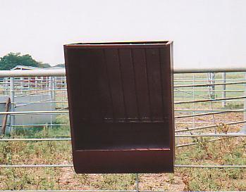 Fence_horse_feeder_3.jpg