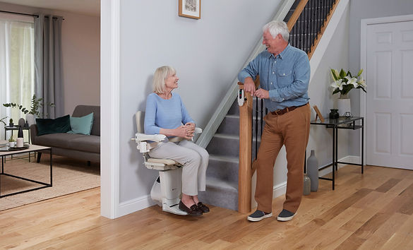 1100-couple-with-stairlift-11.jpg