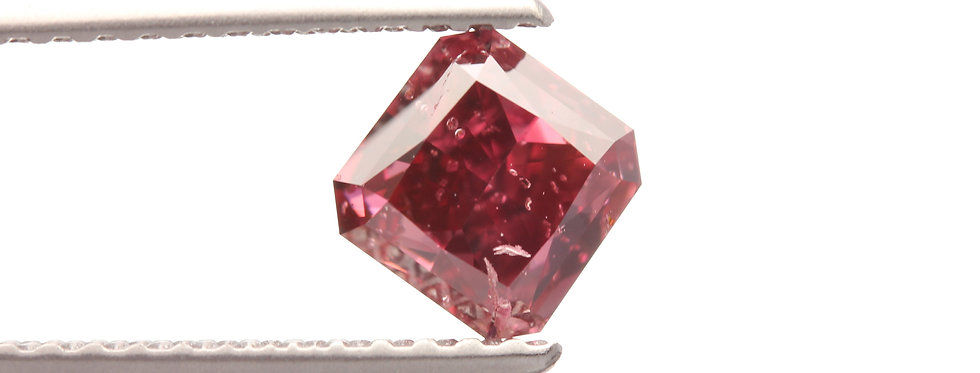 NATURAL FANCY RED DIAMONDS  0.73 CT FANCY RED  I-1