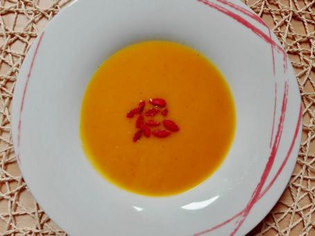 Karotten-Orangen-Goji-Suppe mit AND.SOY