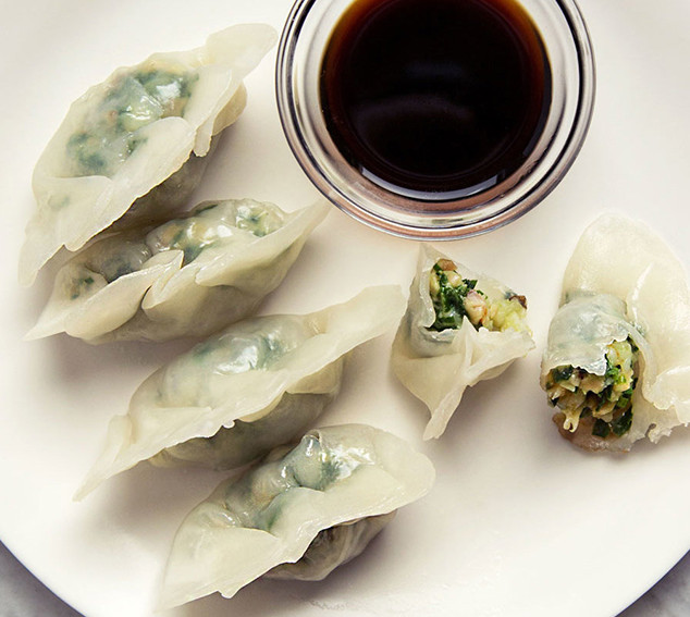 steamed-shrimp-dumplings-with-chinese-ch