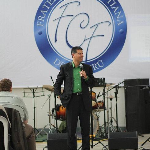 Joel+G.+Peru+pastors+conference.jpg