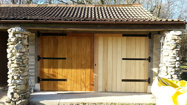 garage doors with oak fram