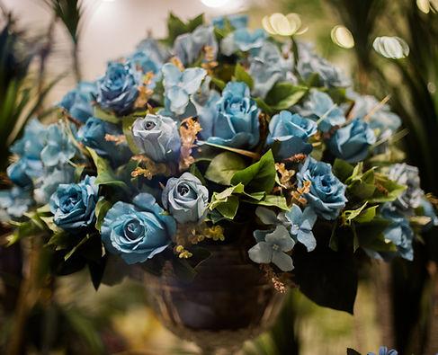 Arranjos Rosas Azuis - Bazar das Flores