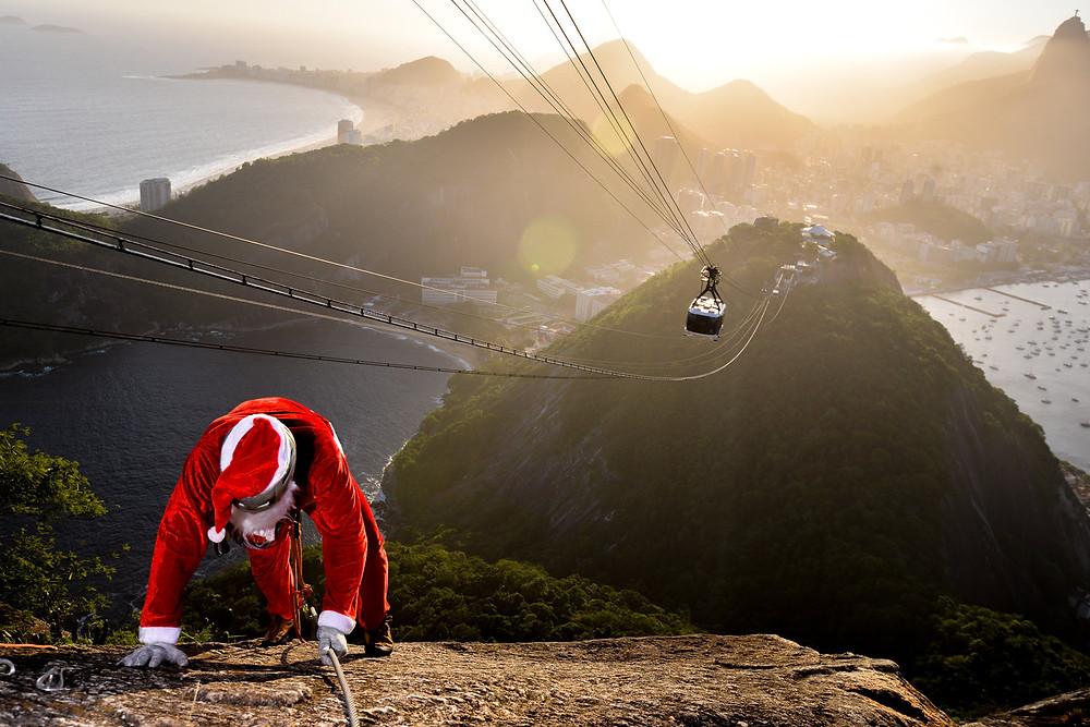 Papai Noel escalando