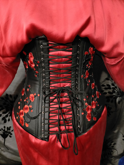 leather underbust with applique
