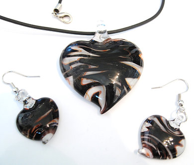 NP98 Black Burgundy Swirl Murano Glass Heart Necklace Earrings Set