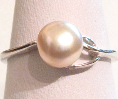 PR06 - 14K White Gold Plated Pink Pearl Ring