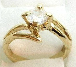 GSR07 Sparkling Clear CZ 18K Gold Solitaire Ring