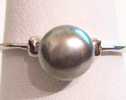 PR012 - 14K White Gold Plated Black Pearl Ring