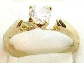 GSR04 Sparkling Clear CZ 18K Gold Solitaire Ring