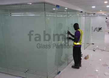 frameless-glass-partition-fabmac-big-bot