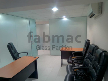 frameless-glass-partition-fabmac-infobip
