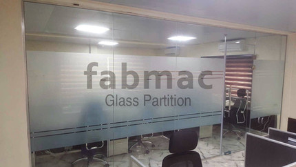 frameless-glass-partition-fabmac-debyl-l